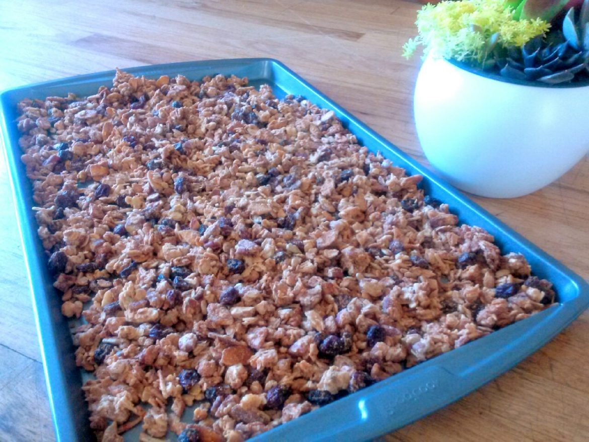 Easy Cinnamon Almond Granola Recipe